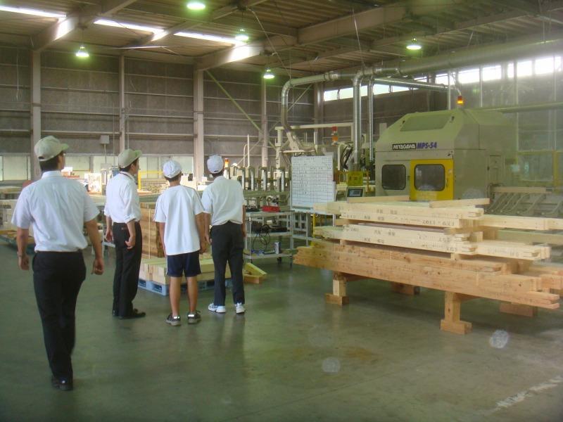 o0800060011503851649 中学生の工場見学